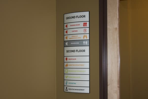 curved wall directional wayfiniding sign for lobby elevator