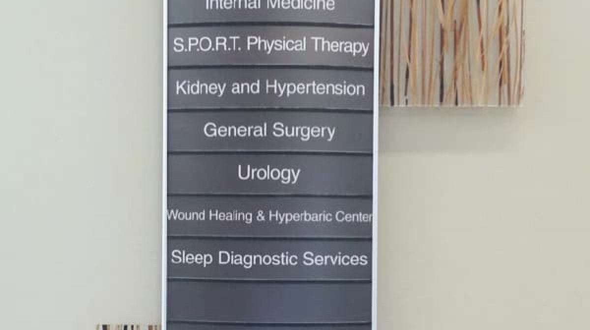 curved wall directional wayfiniding sign for medical hospital